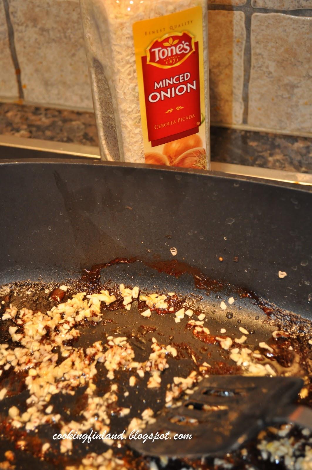 Cooking Finland Gravy
