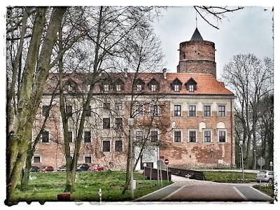 Zdjęcie przedstawia zamek w Uniejowie