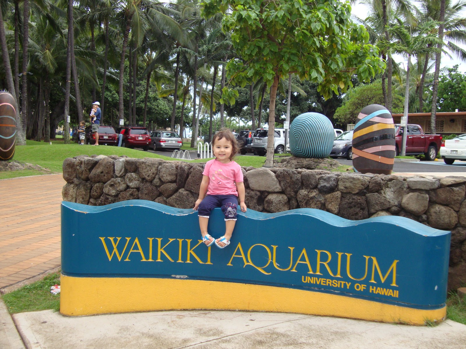 Oahu family activities waikiki aquarium and queen for Plenty of fish oahu