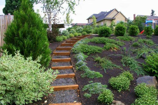 Muro di sostegno per terrazzo giardini giardino in - Idee giardino in pendenza ...