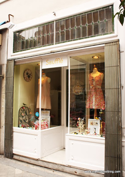 MADRID COOL BLOG tienda souffle ropa complementos barrio salamanca paloma con 2 bolsas en cada mano