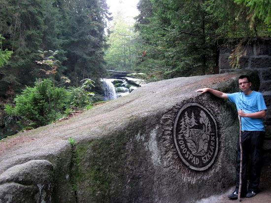 wodospad szklarki kamień pamiątkowy