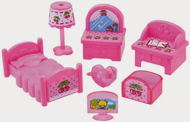 Bộ thiết bị phòng ngủ của Koeda-chan gồm các vật dụng xinh xắn có màu hồng dễ thương