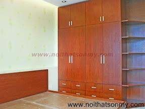 Tủ quần áo gỗ có kệ trang trí