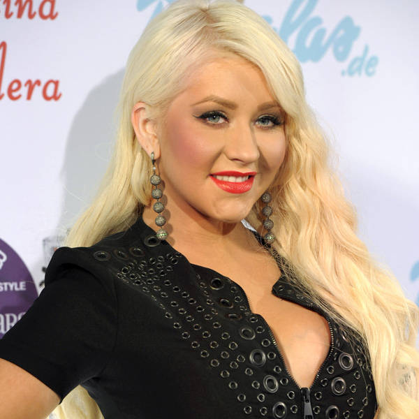 Singer-songwriter, record producer, dancer, television personality and an actress Christina Aguilera after filing a divorse with Jordan Bratman is single.