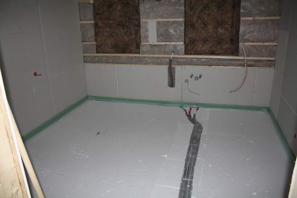 katrin und arne bauen ein haus d mmung f r den estrich verlegt. Black Bedroom Furniture Sets. Home Design Ideas