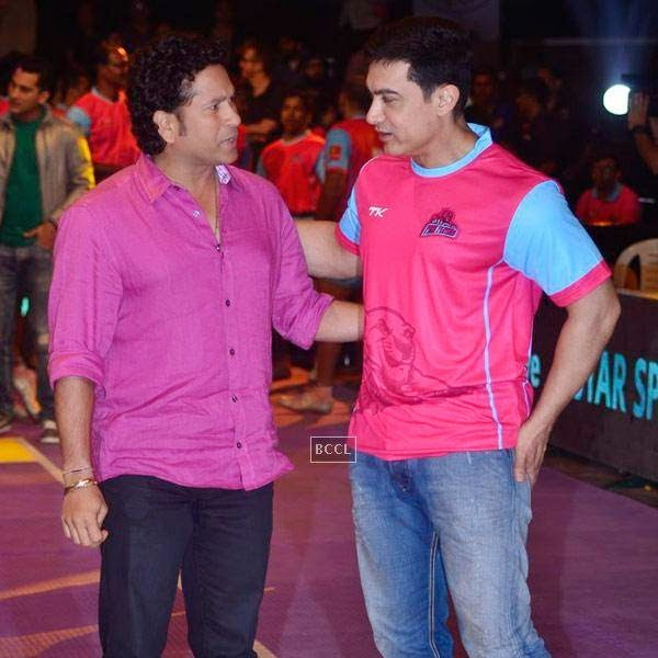 (L to R)Aamir Khan and Sachin Tendulkar during the opening match of Pro-Kabbadi League, held in Mumbai, on July 26, 2014. (Pic: Viral Bhayani) <br />