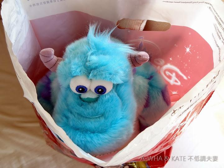 【香港迪士尼】Disney購物指南必買紀念品特輯:怪獸電力公司怪獸大學~毛怪蘇利文玩偶開箱