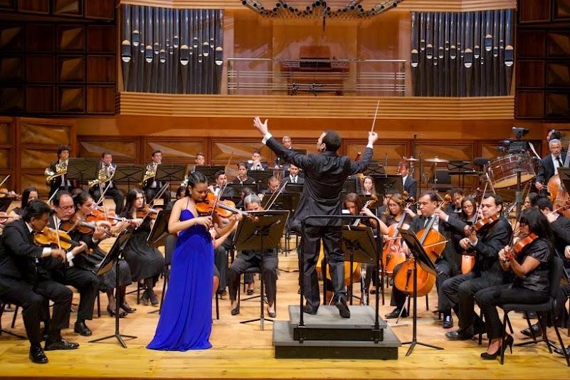 La Sinfónica Simón Bolívar y el director Joshua Dos Santos, acompañaron a la joven Allison Lovera en la ejecución del concierto para violín y orquesta de Johannes Brahms