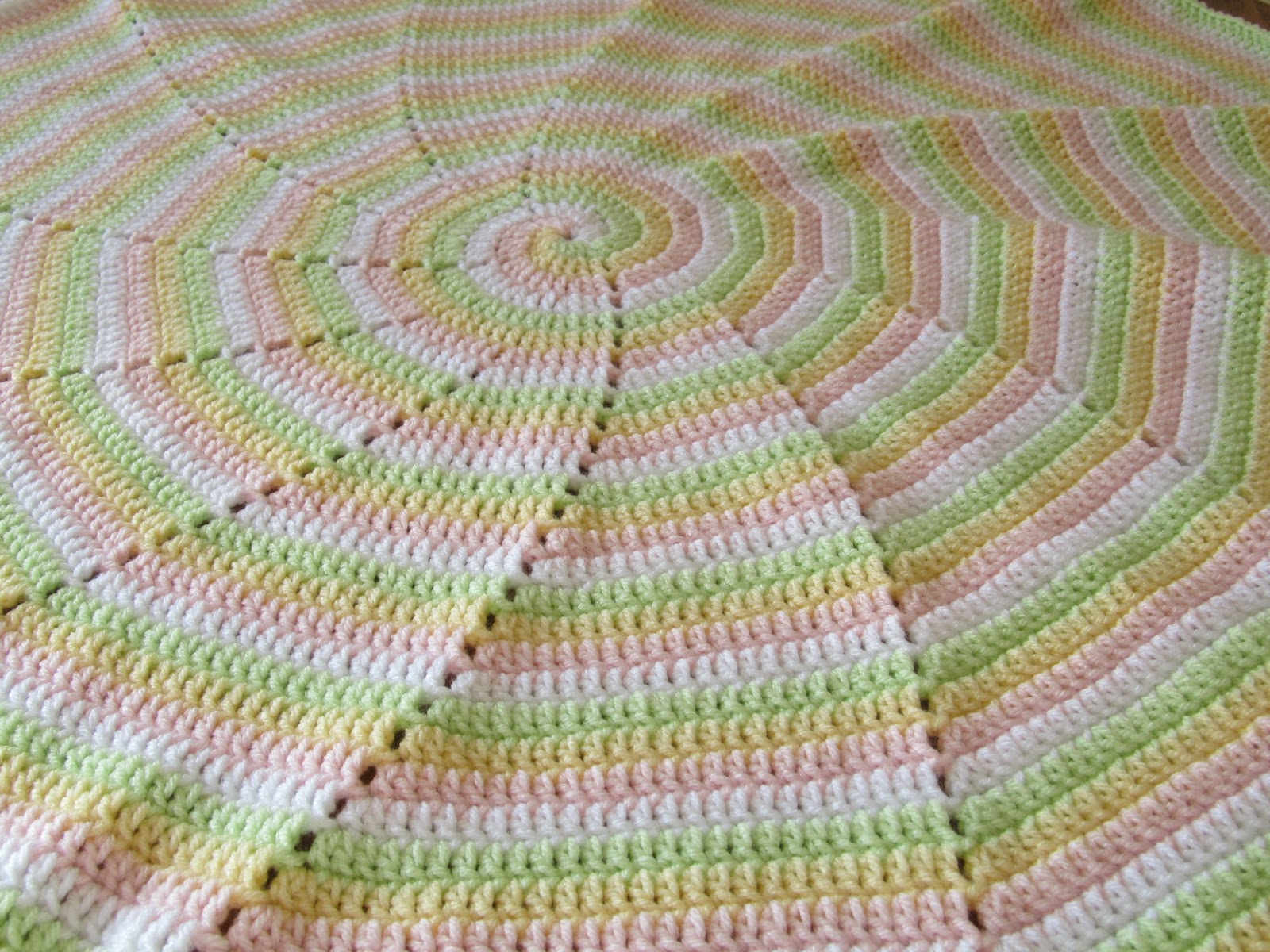 SmoothFox Crochet and Knit: SmoothFox\'s Four Color Spiral Blanket ...