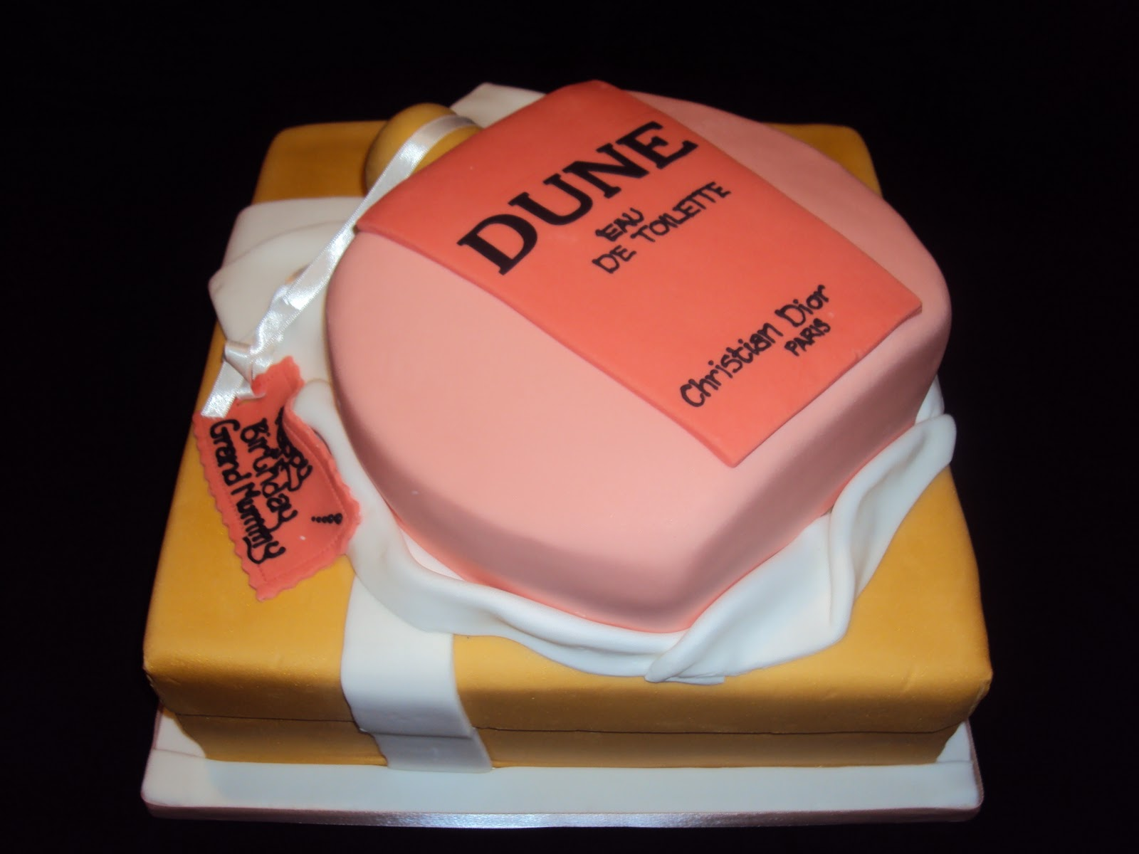 MIMI TO YOU SWEET AND STYLISH CAKES Dune Perfume with Present Box