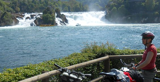 Miri on the Bike am Rheinfall bei Neuhausen