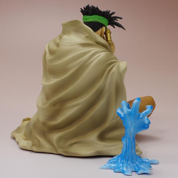 ポージングのモチーフはコミックス20巻収録『「愚者」のイギーと「ゲブ神」のンドゥール その3』の1コマ。杖は別パーツで、取り外しが出来ます。