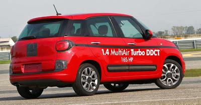 2013 US Fiat 500L rear