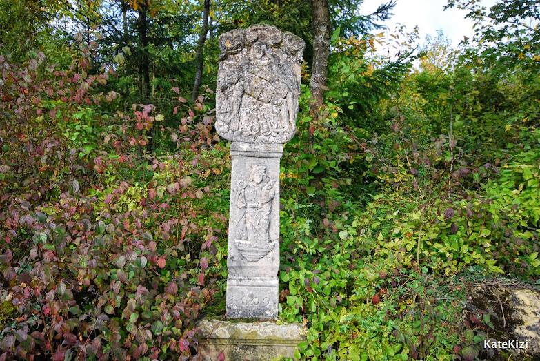 То ли могила, то ли верстовой столб