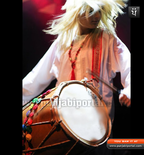 Rani Taj Girl Dhol player
