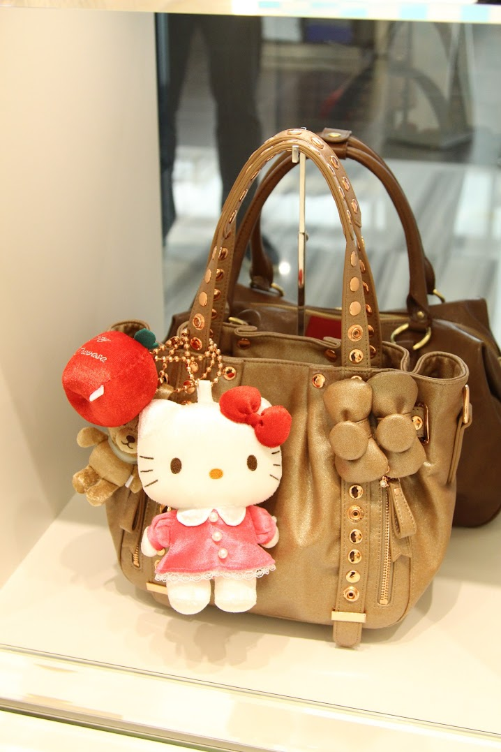 *Samantha Thavasa x Hello Kitty 艾咪包:耶誕大使王陽明挑起你的少女心! 6