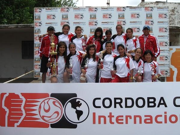 """Equipo Femenino de Fútbol USFQ triunfó en el """"Córdoba Cup Internacional"""""""