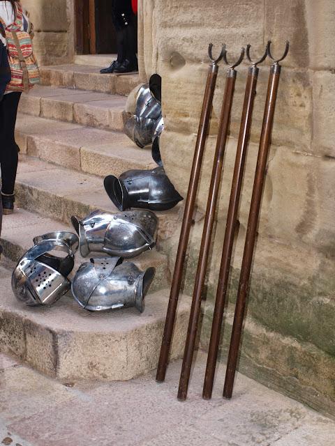 Los cascos y horquillas empleados por los armados