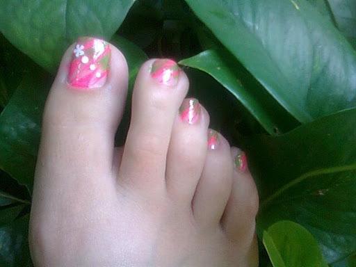Pink Zebra w green toes