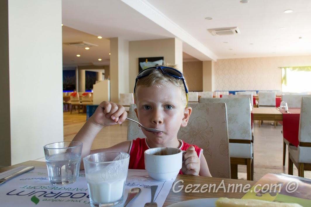 oğlum dondurmasını yerken, Bodrum Park Resort