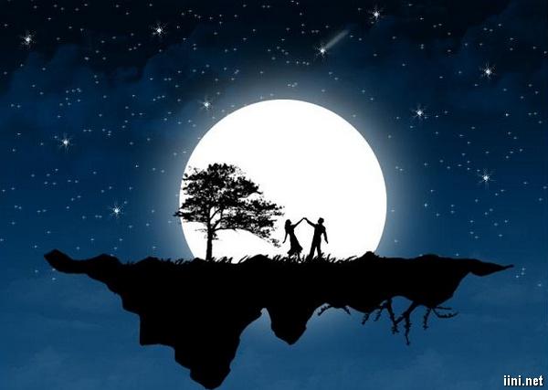 ảnh đôi tình nhân dưới ánh trăng