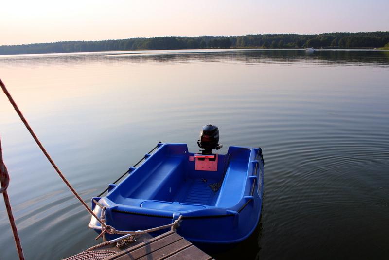 Beiboot mit Außenborder für kleine schnelle Ausflüge | Arthurs Tochter Kocht by Astrid Paul