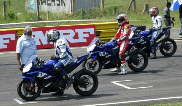 Yamaha R15 Version 2.0 at the 2011 Yamaha One Make Race