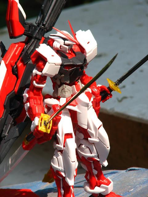 Astray Red Frame MG 1/100 Daban โดย atomicfaster