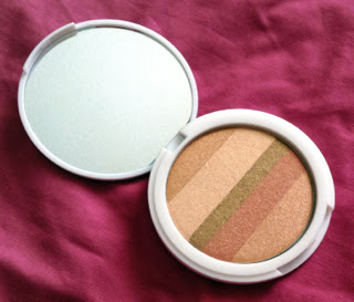 A picture inside the case of Lily Lolo Shimmer Stripes in Honey Glow