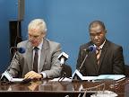 Le directeur de la division de l'information publique de la Monusco, Charles Bambara (à droite), et le directeur national du PAM (