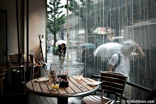 Thơ ngồi trong quán vắng nhớ Em yêu khi trời đang mưa lạnh lẽo