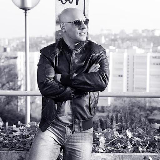 Luis Menendez Photo 28