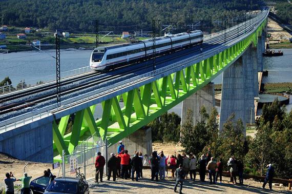 Entra en servicio el AVE entre Ferrol y Portugal en Galicia
