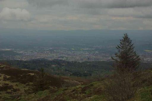 En bas, Clermont-Ferrand