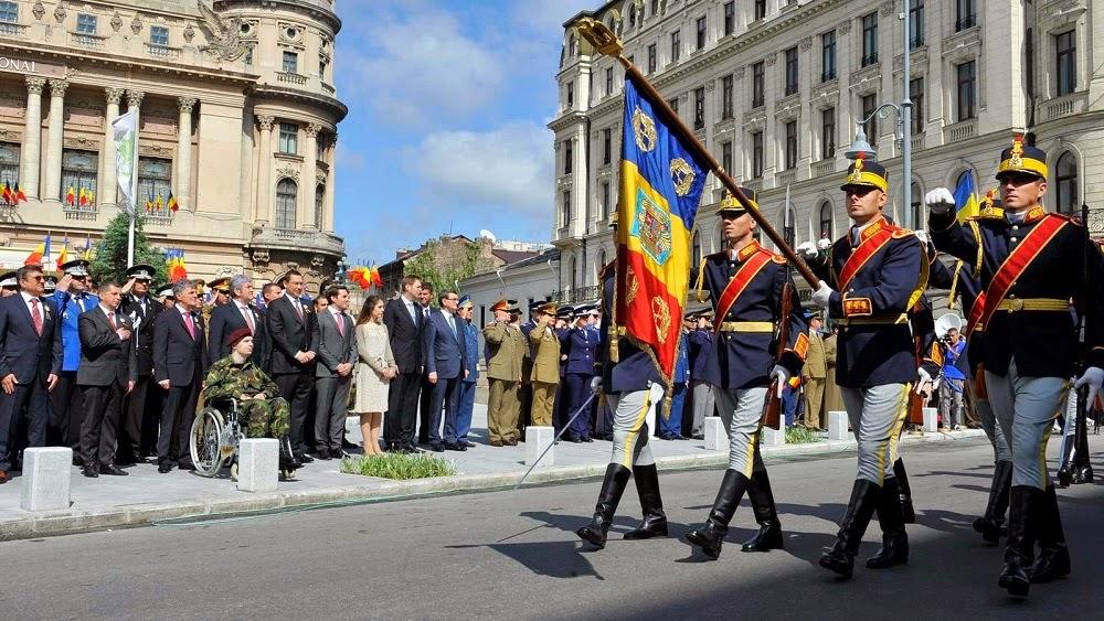 Principele Leka al II-lea al Albaniei a participat la ceremonia dedicată Zilei Drapelului Național, în Piața Tricolorului din București