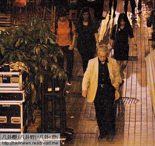 27/9玩到淩晨 <br><br>就算夜一夜,菇爹都堅持返回窩打老道屋企, 9月 27日就留到淩晨一時至回家。