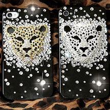 Celular decorado com pingente de leopardo e strass