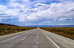 Hoffentlich werden diese ganzen Straßen-Fotos nicht langweilig... die Landschaft ist aber einfach atemberaubend.