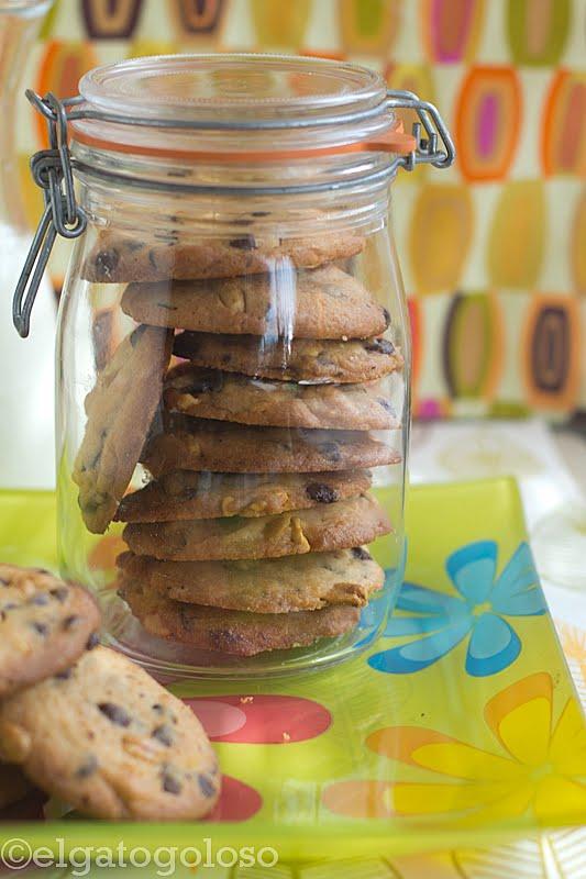 El gato goloso-galletas de mani y chispas de chocolate