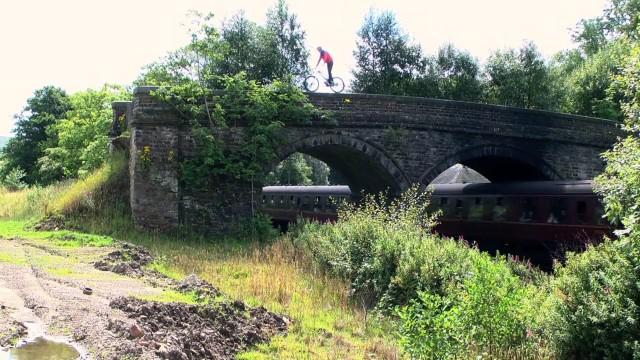 *Chris Akrigg 極限單車特技:飛簷走壁Q彈駕馭! 7