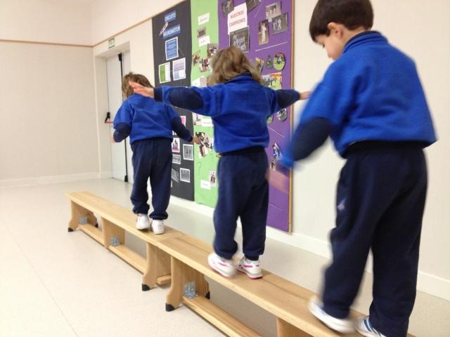Psicomotricidad: caminando por el puente   en las aulas de 4 años