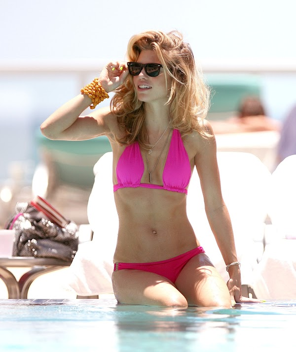 AnnaLynne McCord Looking TOEtally Hot(hot-4photos)4