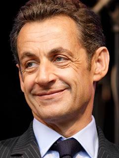 Sarkozy apparaît alors