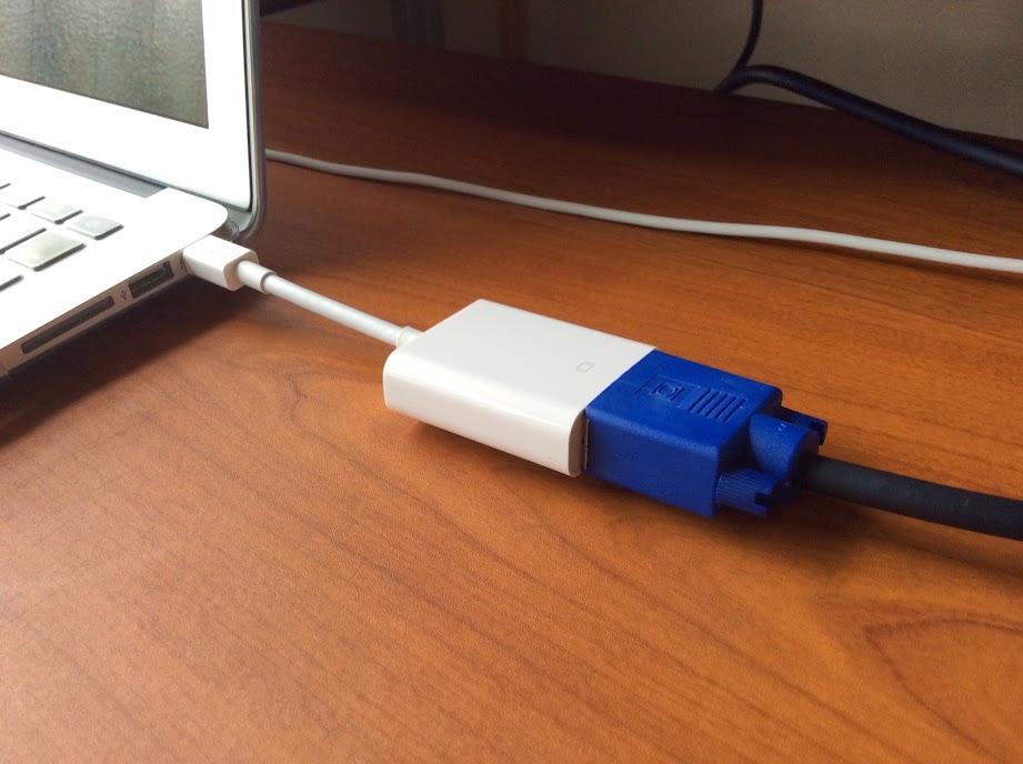 変換ケーブルとVGAケーブルとの接続