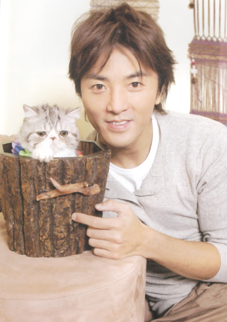 Ekin Cheng and a grey cat in a bucket