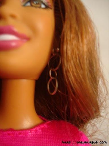 Diseños OOAK DIY by Taque-Taque para Barbie Fashionista: detalle de los pendientes