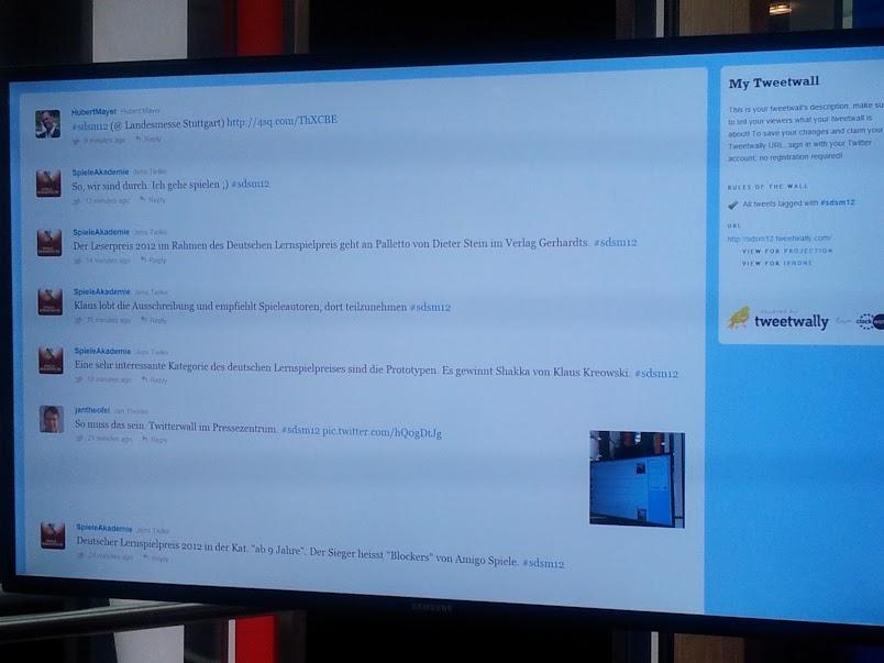 Bild von der Twitterwall im Pressezentrum der Landesmesse Stuttgart während der Süddeutschen Spielemesse