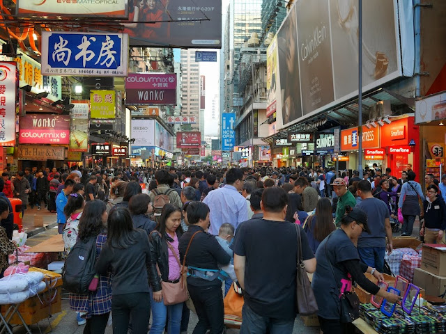 a crowded Sai Yeung Choi Street South