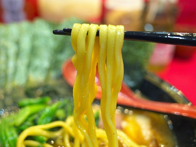 中太平打ちのラーメン麺